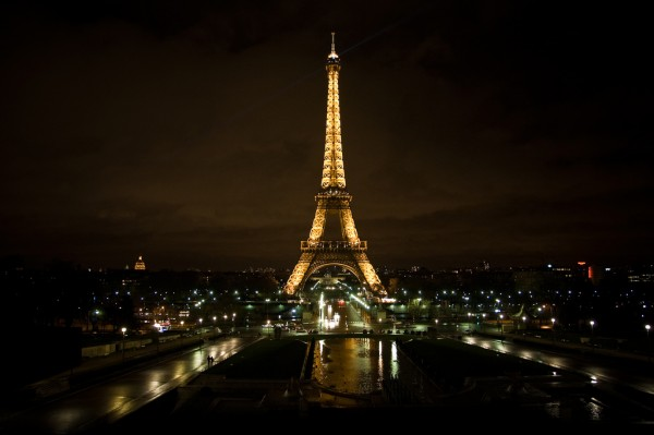 Paris by night myeyesareclosed/Flickr