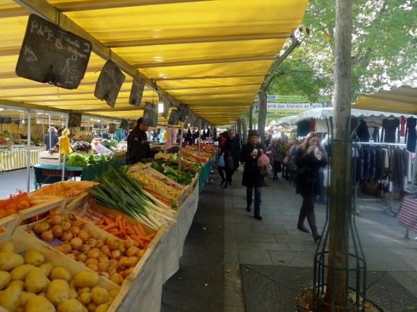 Market in Paris jean-louis zimmermann/Flickr
