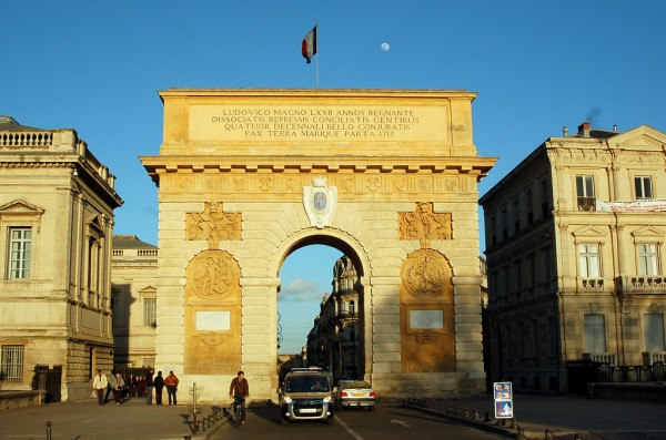 Porte du Peyrou jit bag/Flickr