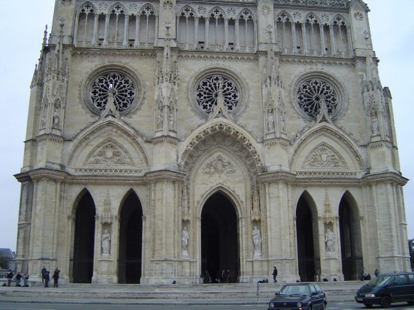 The facade of Orleans Cathedral AZAdam/Flickr