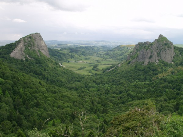 Mountainous area in Auvergne hellolapomme/Flickr