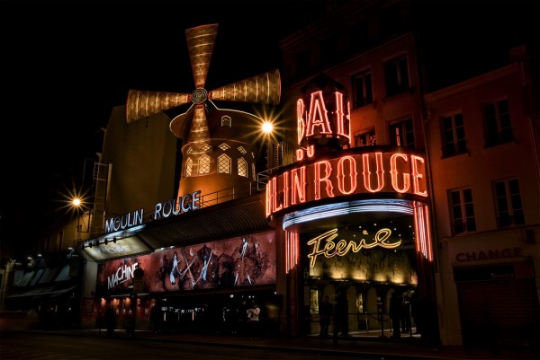 Moulin Rouge by night torfo/Flickr